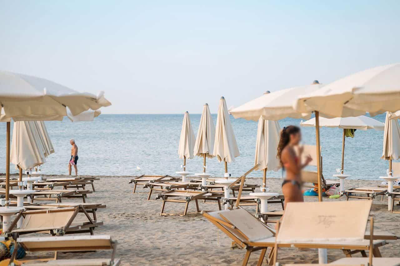 spiaggia marina sibari ombrelloni